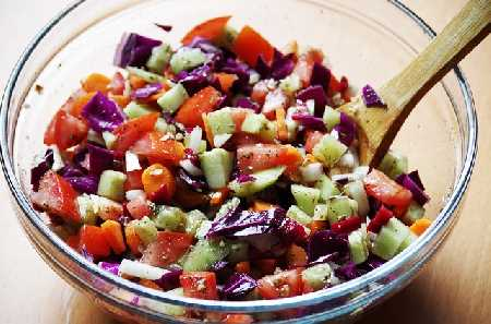 3 things to remember in order to stay young - a picture of a bowl of salad